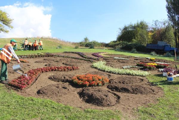 В Вознесеновском парке появятся «Запорожская Сечь» в миниатюре и десятки оригинальных цветочных композиций