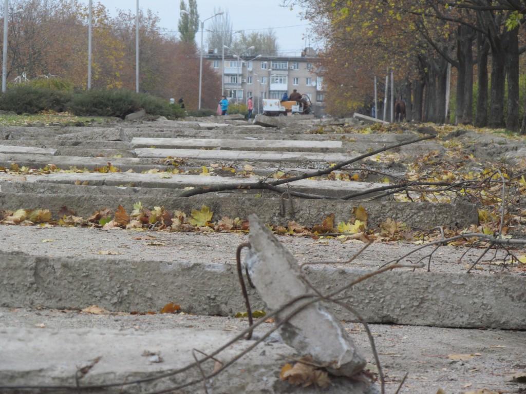 Ходьба с препятствиями: в Запорожье проходит реконструкция парка Гагарина (ФОТО)