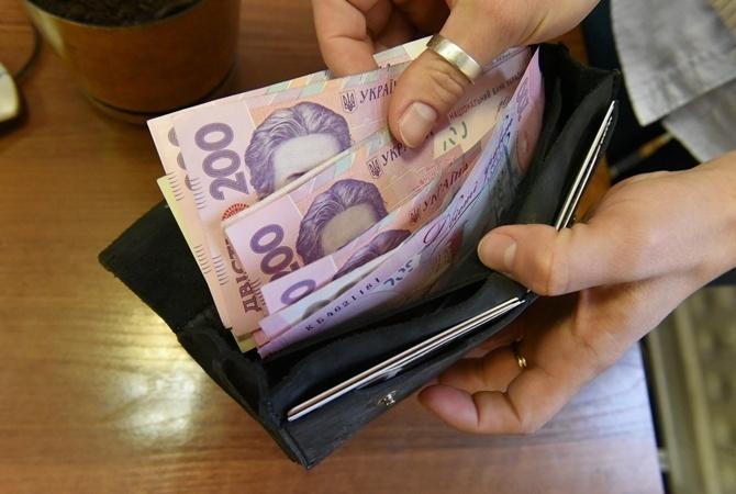 8,5 тысяч запорожцев получают меньше минимальной зарплаты