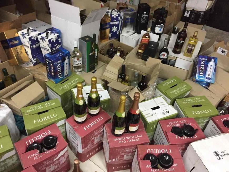 Запорожские «изобретатели» продавали элитный алкоголь собственного производства (ФОТО)