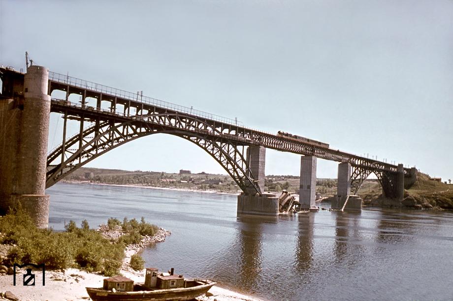 Восстановленный_мост_Стрелецкого,_1943_год