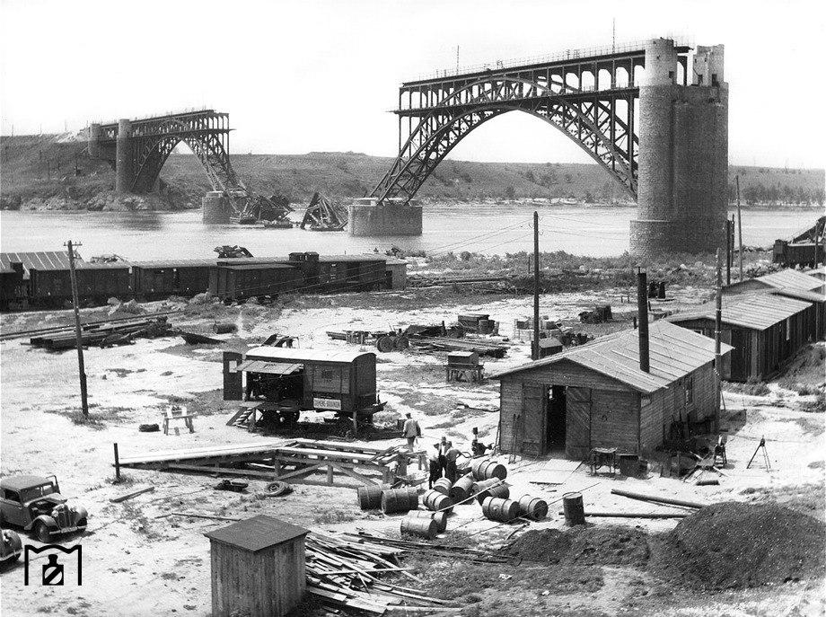 В сети опубликовали уникальные фото восстановления запорожских мостов немцами