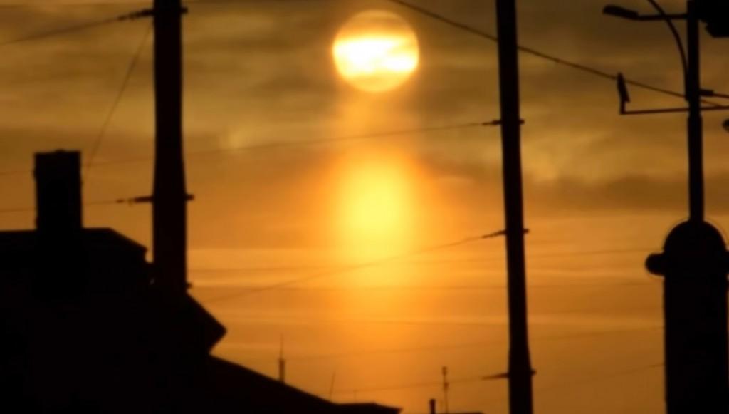 В Запорожье засняли редкой красоты заход солнца (ВИДЕО)