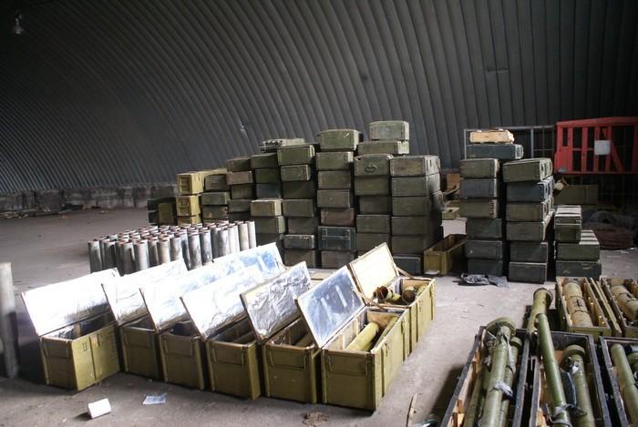 СБУ обнаружила огромный склад оружия в Запорожской области (ВИДЕО)