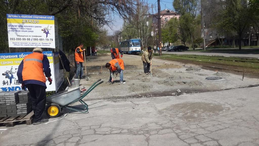 Аллея Жаботинского: запорожский депутат нашел изъяны в работах подрядчиков