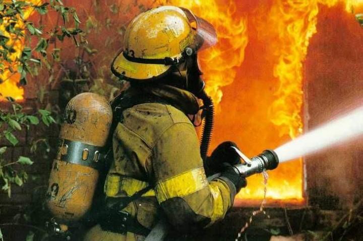 Во время пожара в Запорожье эвакуировали 8 человек