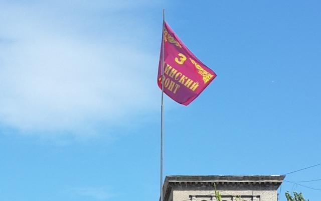 В центре Запорожье подняли красный флаг (ФОТО)