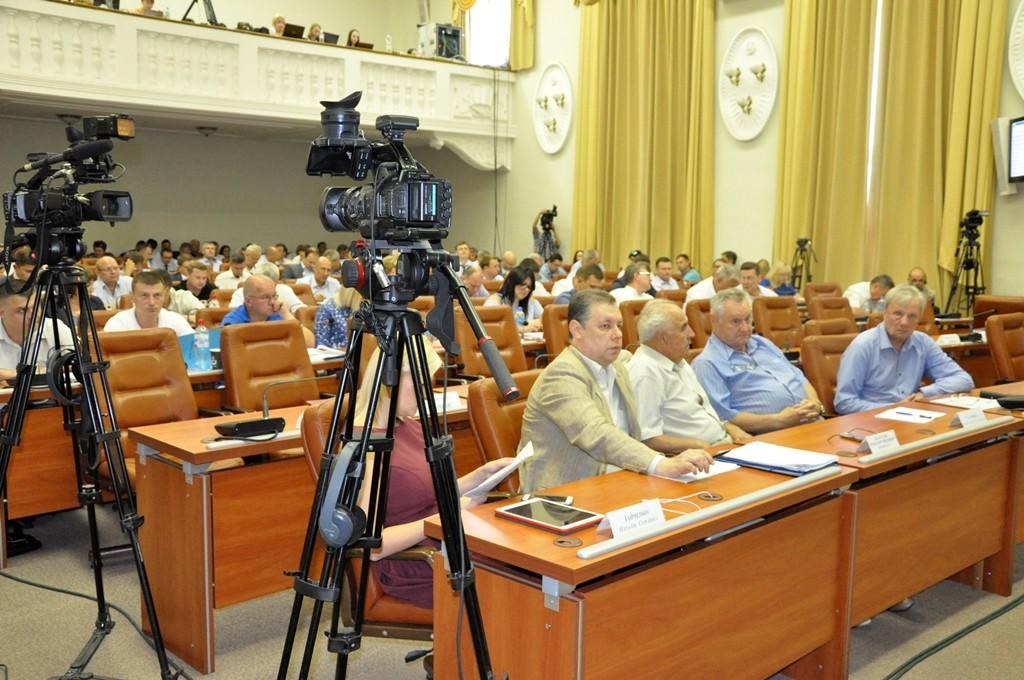 ФОТОРЕПОРТАЖ: сессия Запорожского горсовета в лицах и эмоциях