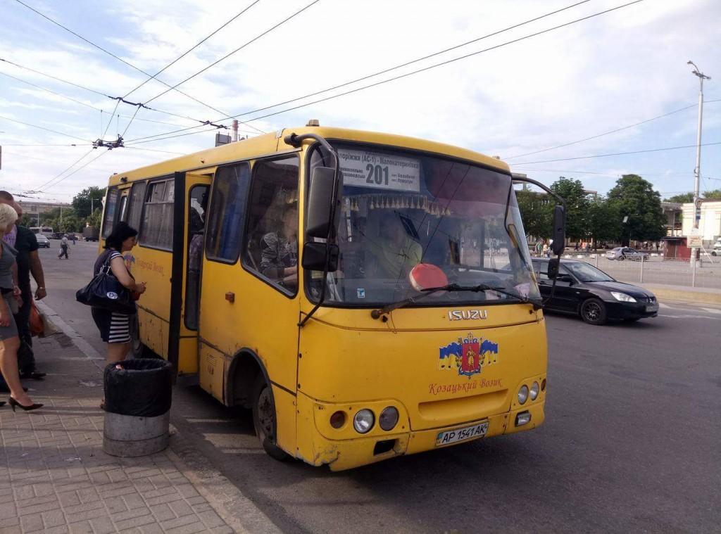 Проверка подтвердила наличие нелегальных перевозчиков на пригородных маршрутах Запорожья