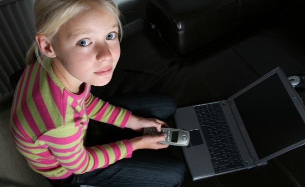 Запорожские активисты задержали педофила-программиста, который хотел «близких» отношений с 13-летней девочкой (ВИДЕО)