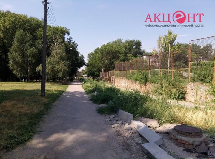 В Запорожье застыло строительство аллеи Жаботинского (ФОТОРЕПОРТАЖ)