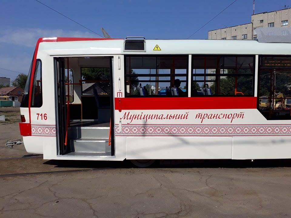 ФОТОРЕПОРТАЖ: на улицы города вышел первый трамвай, собранный в Запорожье