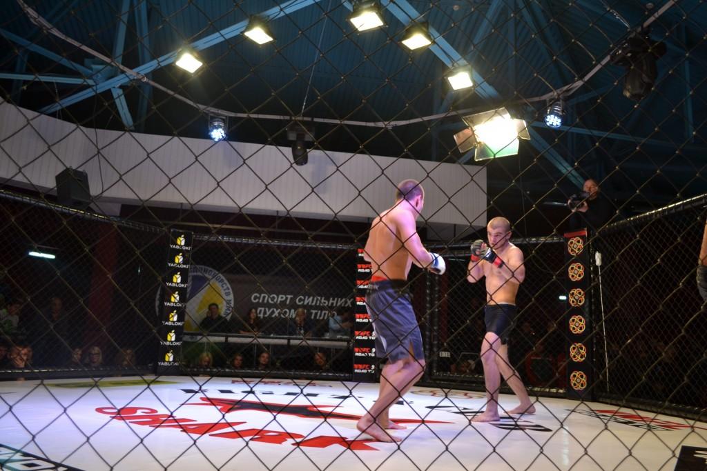 Первые 10 поединков в запорожском бойцовском клубе: ФОТОРЕПОРТАЖ в лицах