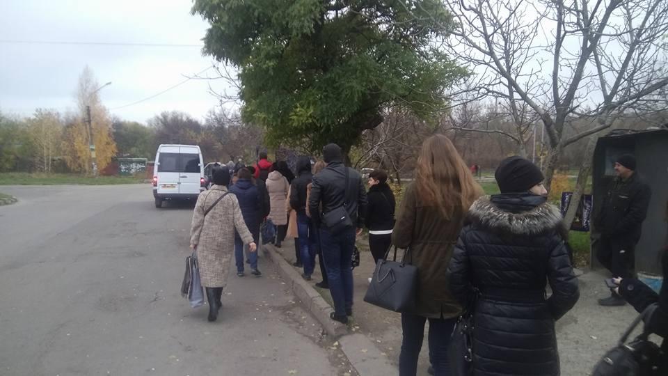 Пропустить на конечной две маршрутки, чтобы уехать стоя: запорожцы возмущаются транспортом в городе (ФОТО)
