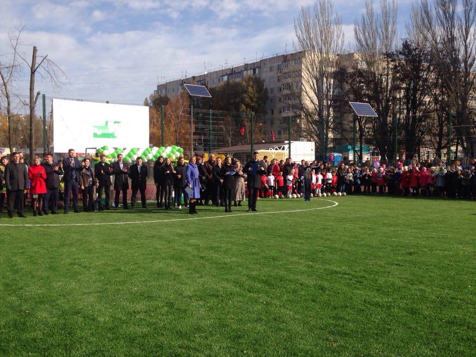В еще одной школе Запорожья открыли долгожданный современный стадион (ФОТОРЕПОРТАЖ)