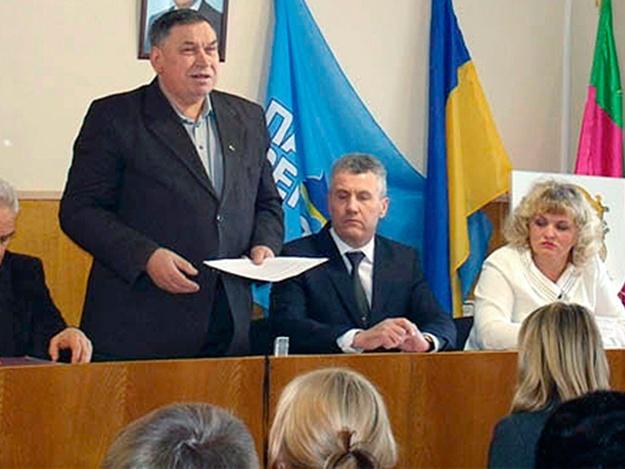 В Запорожском БПП решили наградить экс-регионала, возившего поезда «титушек» на Майдан