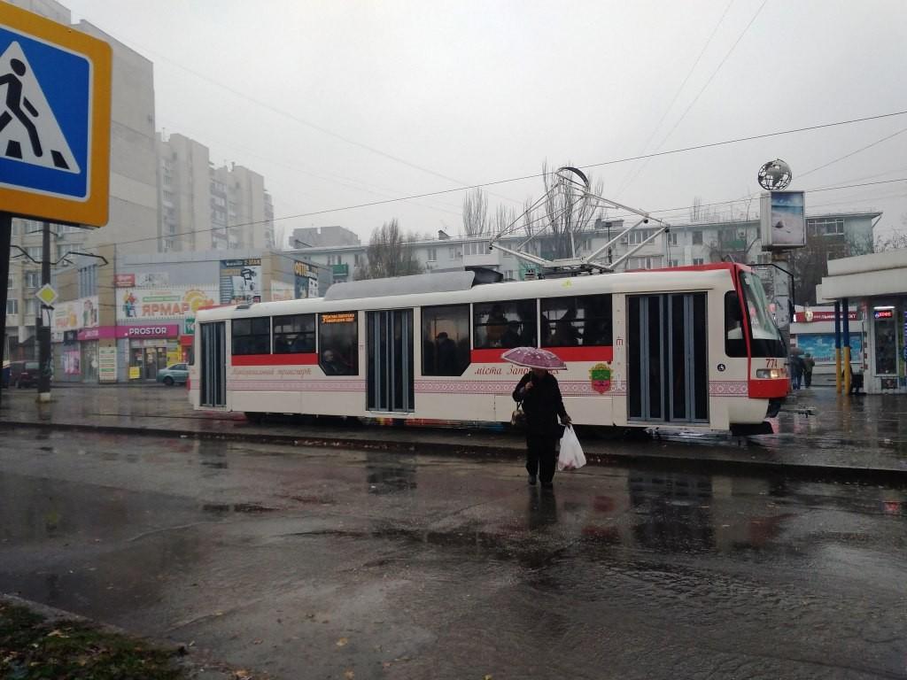 Вода за шиворот и черепашья скорость: тест-драйв нового трамвая, собранного в Запорожье (ФОТО)