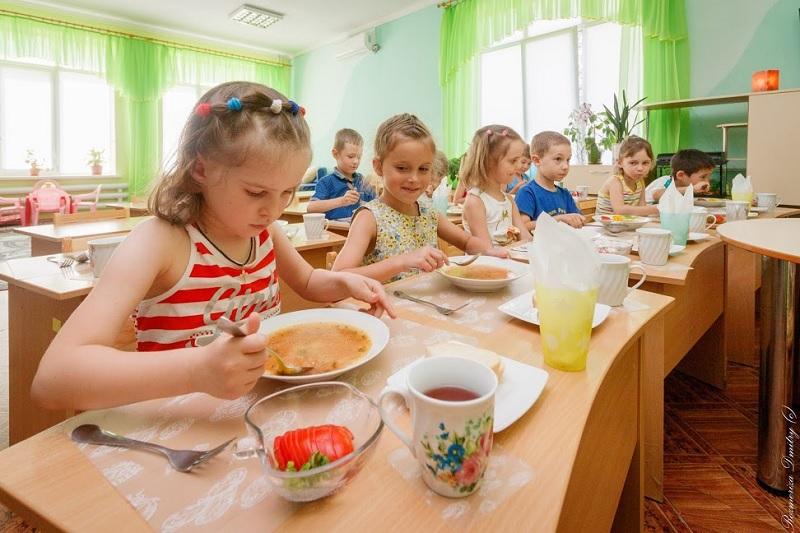 В Запорожье питание в детских садах планируют отдать частным фирмам, обслуживающим школы