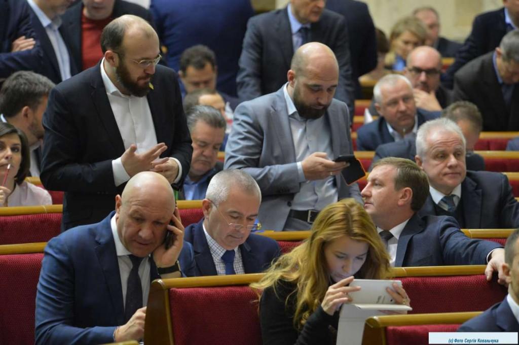Снятие Соболева, госбюджет, мораторий на землю и «Купуй українське»: как голосовали запорожские нардепы