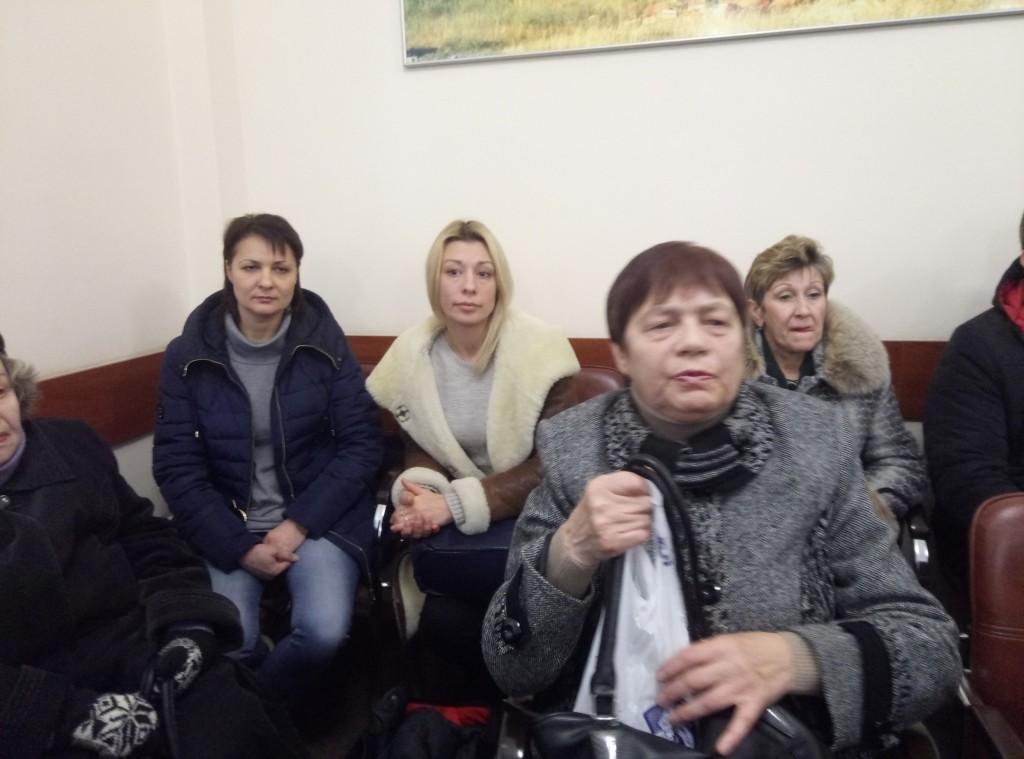 «Мы остались без тепла»: в Запорожский горсовет пришли жители проблемного дома (ФОТО, ВИДЕО)