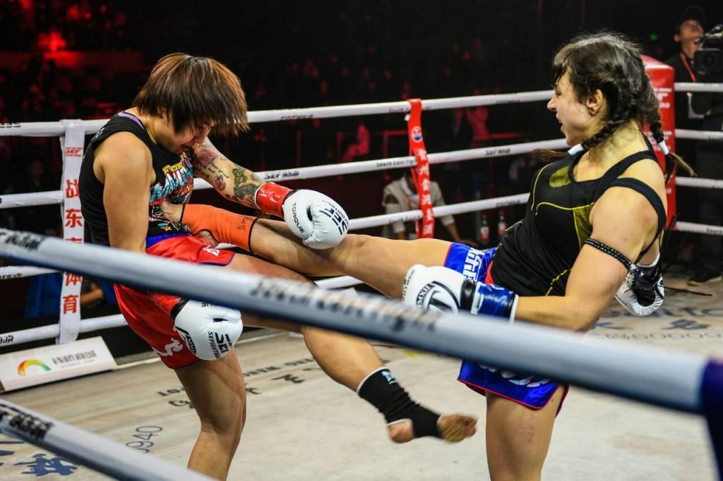 В сети появилось видео боя запорожской тайбоксерши, представившей Украину на профессиональном ринге (ВИДЕО)