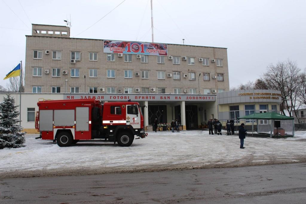 ФОТОРЕПОРТАЖ: запорожские спасатели получили новое оборудование и боевую экипировку