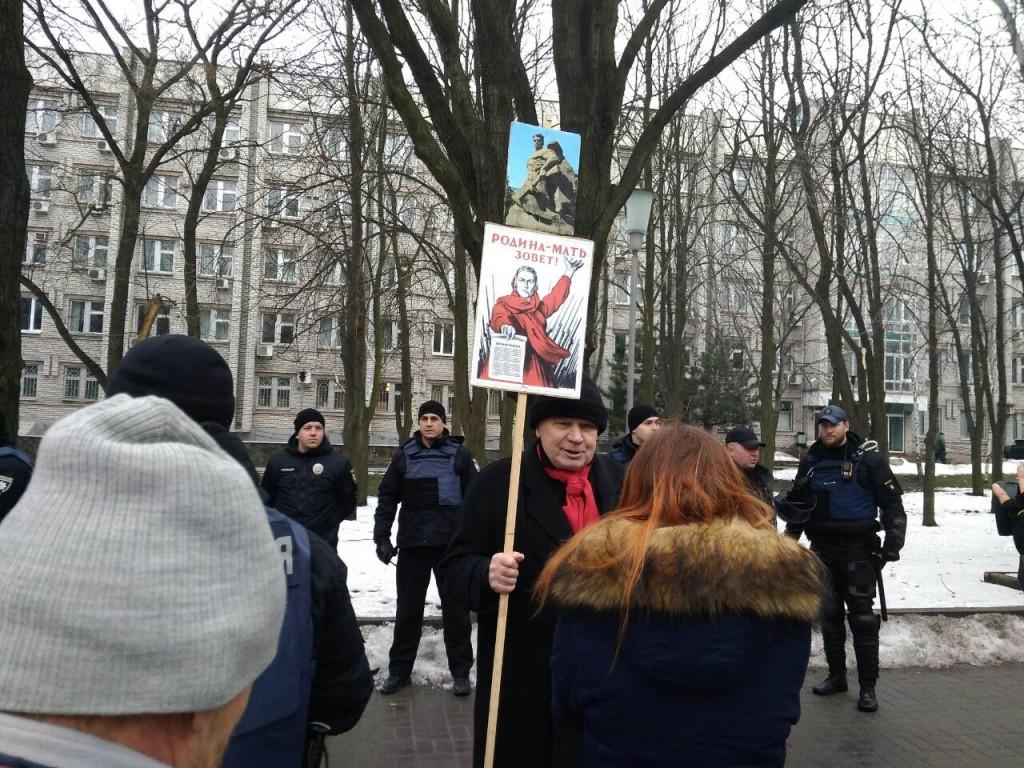 В Запорожье с песнями и «кровью» прошла акция «Полка Победы», посвященная Сталинградской битве (ФОТОРЕПОРТАЖ)
