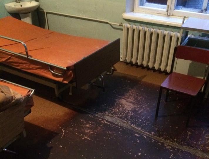 Без ремонта и тепла: как лечат деток в Запорожской областной больнице (ФОТОРЕПОРТАЖ)