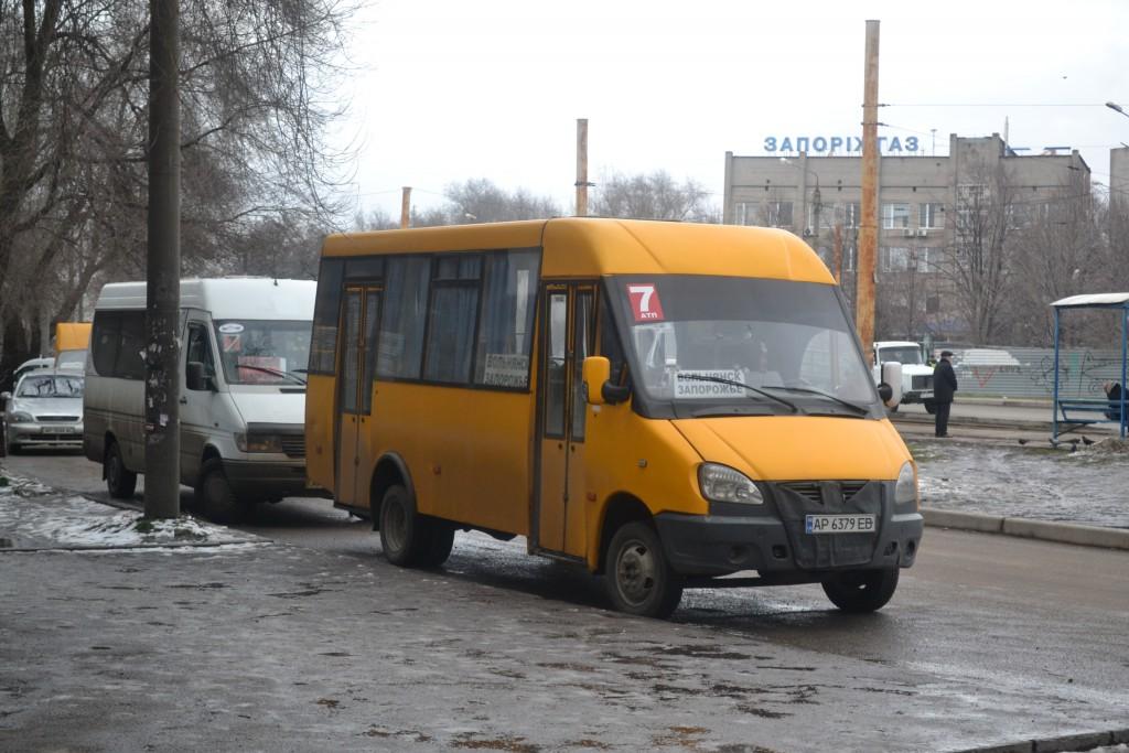 В Запорожье десятки пригородных и внутриобластных автобусных маршрутов работают с нарушениями (ФОТО)