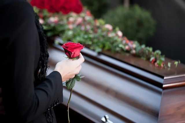 Последствия «поправки Лозового»: запорожанка будет ждать шесть дней, чтобы похоронить отца