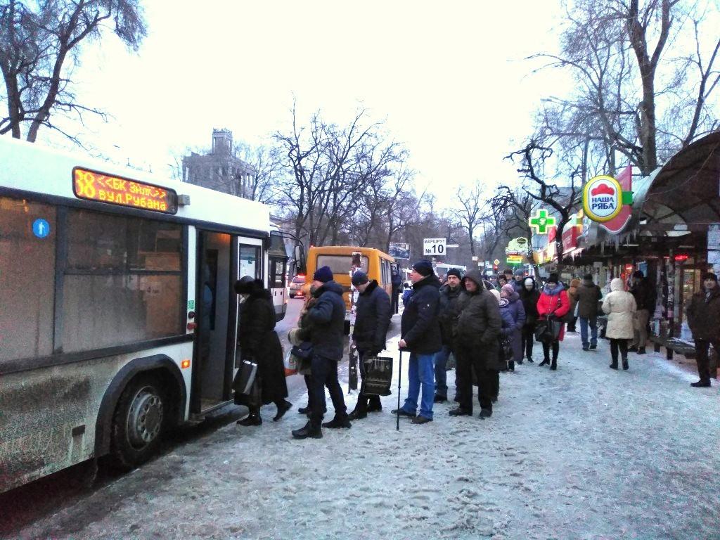 В Запорожье на популярный маршрут объявили конкурс: будет ездить всего 5 автобусов
