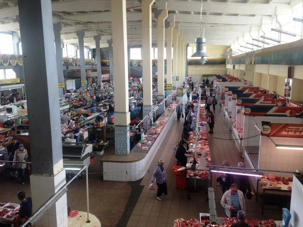 Стихийная торговля «убивает» рынки в Запорожье: какие проблемы выявил депутатский рейд (ФОТОРЕПОРТАЖ)