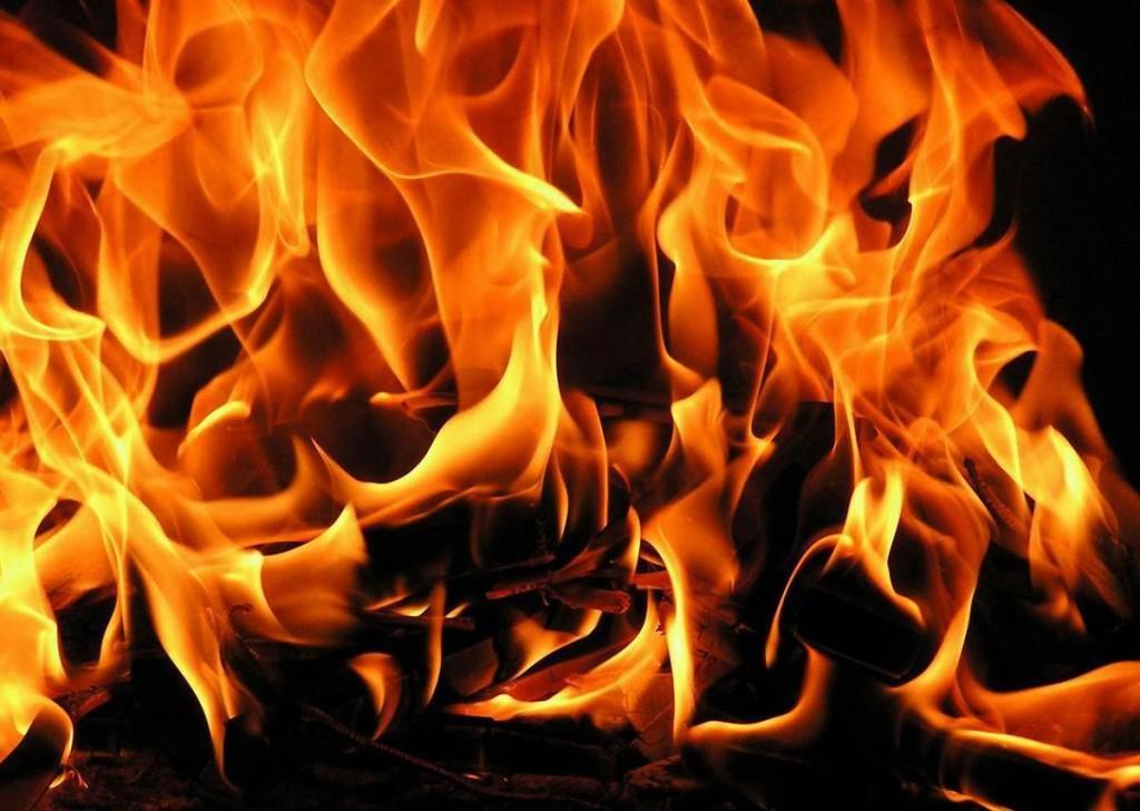 В Запорожье в девятиэтажке произошел пожар: эвакуировали 5 человек (ФОТО)