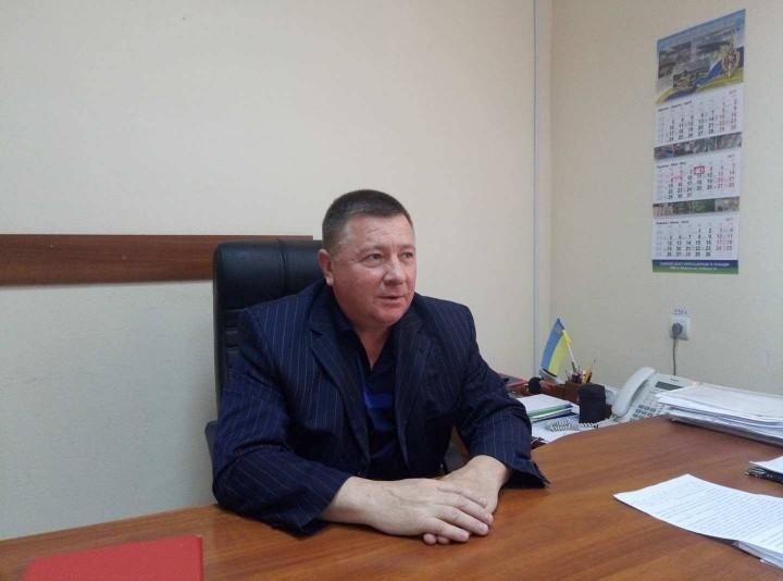 В Запорожье задержанный на взятке скандальный чиновник продолжает посещать рабочее место