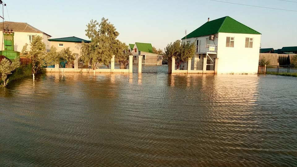 Курортный сезон в Кирилловке под угрозой срыва: базы отдыха затоплены (ФОТО)