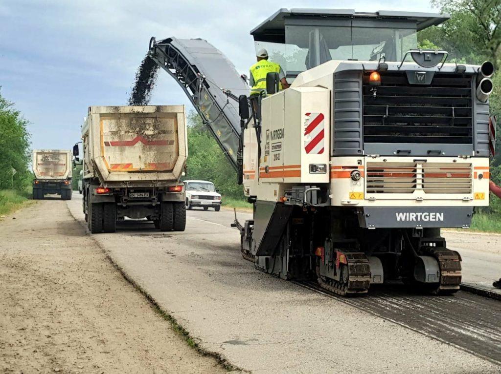На запорожской трассе государственного значения продолжаются ремонтные работы (ФОТО)