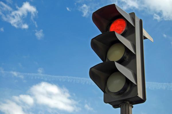 Цена конкуренции: в Запорожской области маршрутчик летел на красный свет (ВИДЕО)