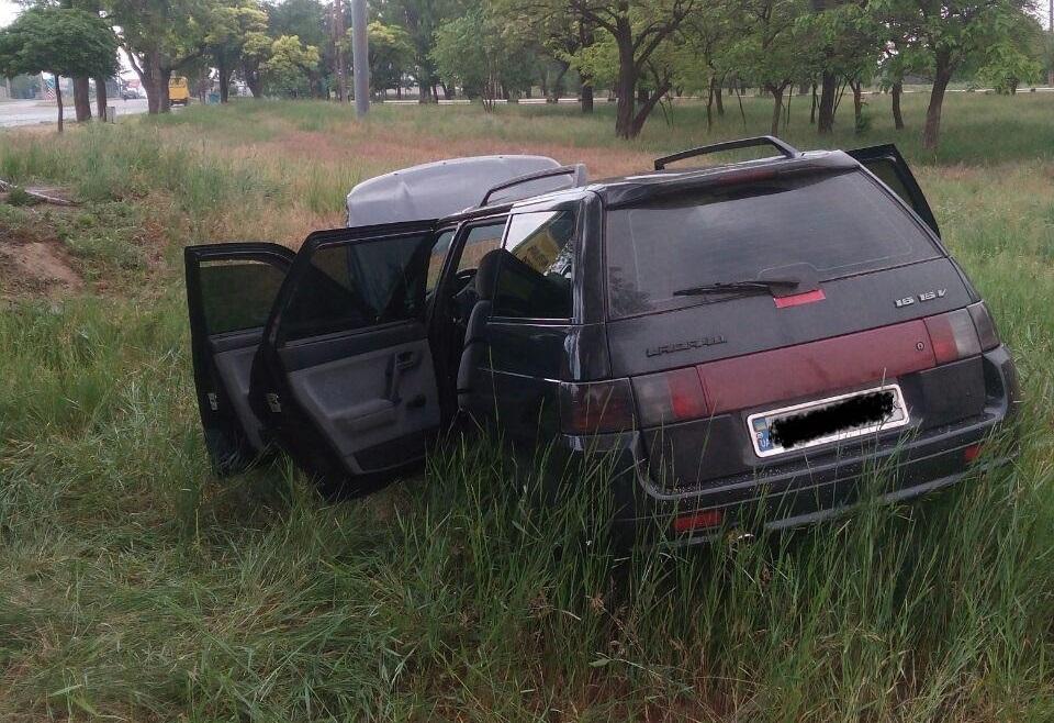 В Запорожье возле автозаправки произошло ДТП: водителя госпитализировали (ФОТО)