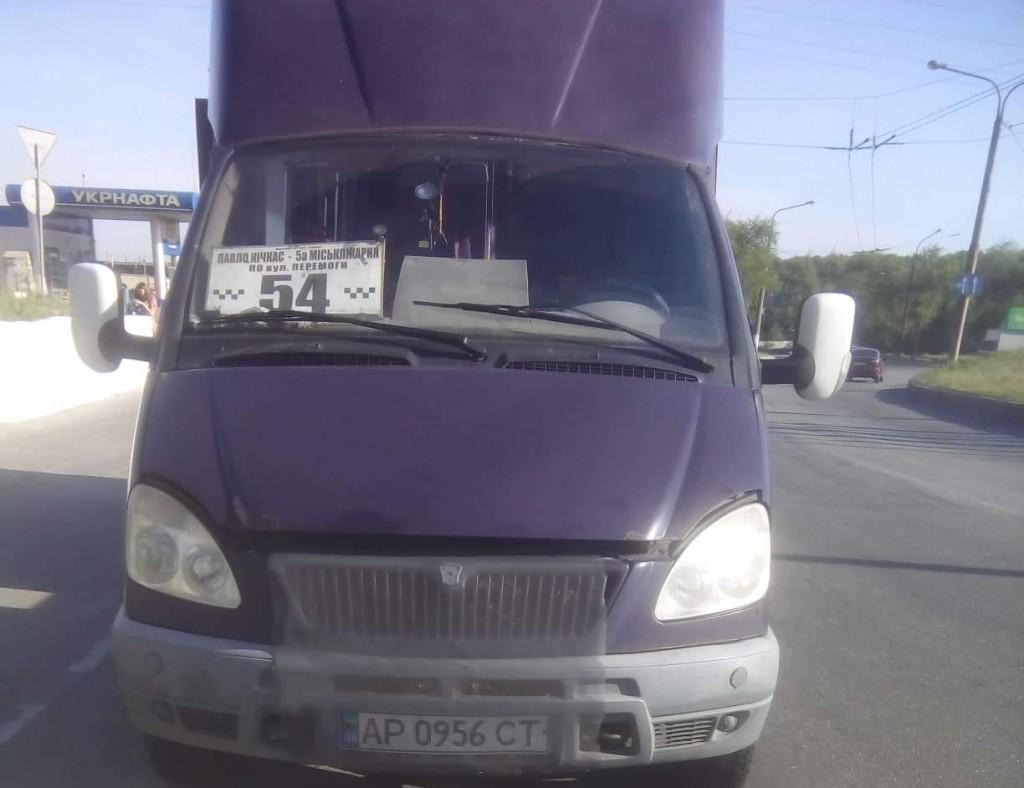 В Запорожье в полной маршрутке на ходу пробило газовый  баллон (ФОТО)