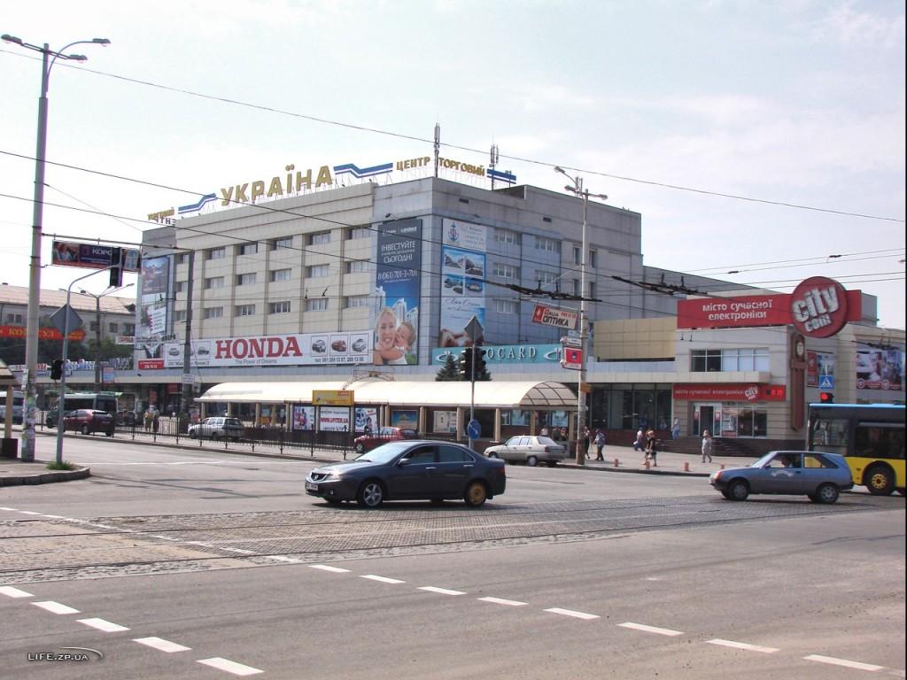В Запорожье из ТЦ эвакуировали несколько сотен людей: подробности