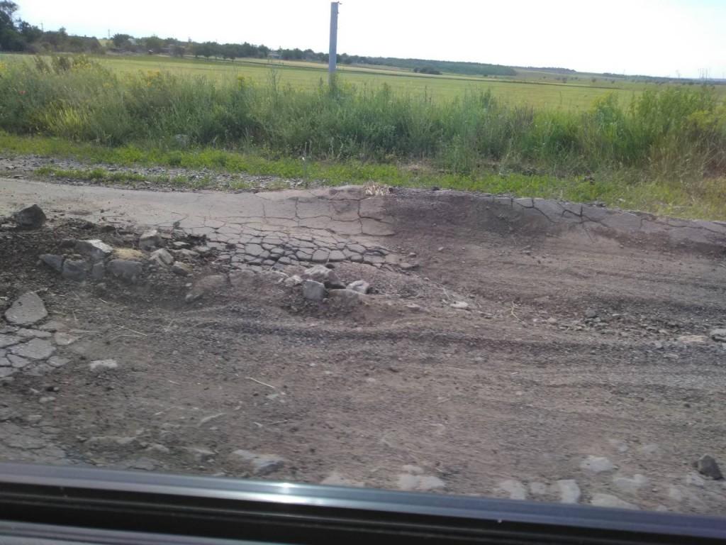 Трассы медленной смерти: как выглядят дороги между райцентрами в Запорожской области (ВИДЕО)