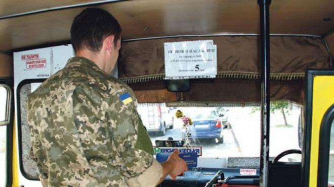 «Халявщики и в войнушки играют»: в Запорожье маршрутчики продолжают оскорблять АТОшников (ВИДЕО)