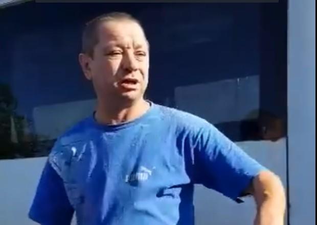 «Одел тряпку, людей убиваете»: пьяный запорожский маршрутчик оскорбил ветерана АТО в вышиванке (ВИДЕО)