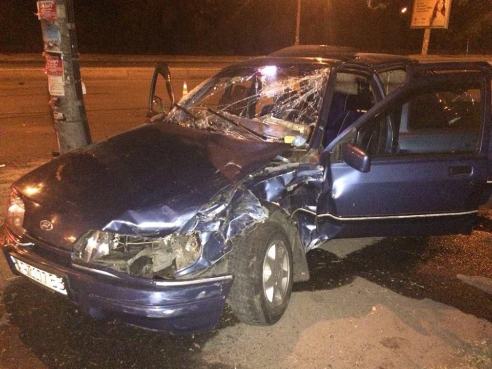 В Запорожье столкнулись две легковушки: 20-летняя девушка попала в больницу (ФОТО)