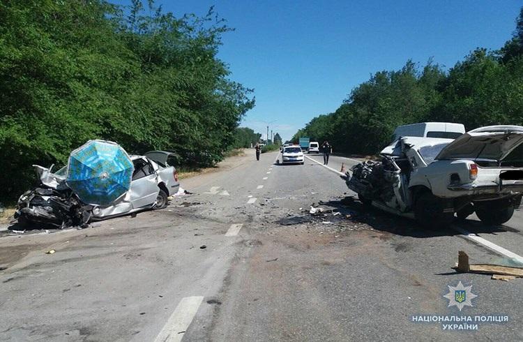 На трассе Харьков-Симферополь ДТП: трое человека погибли, ребенок с женщиной попали в больницу (ФОТО)