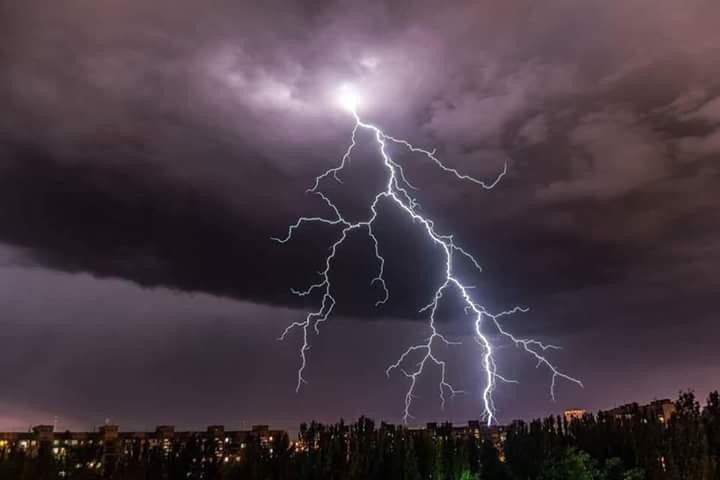 Ураган в Запорожье: в сети появились фото красивейшей грозы