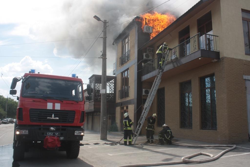 Подробности пожара в запорожском ресторане «Наири» (ФОТО, ВИДЕО)
