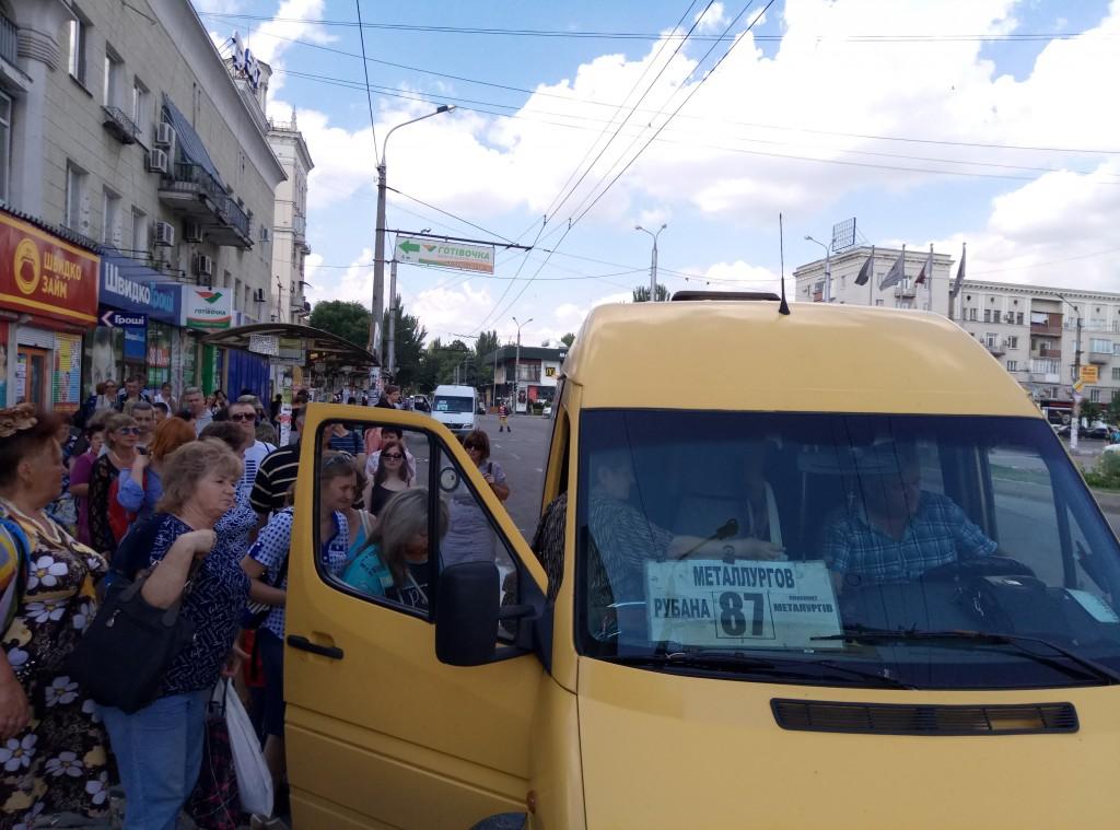 «Те, кто уехал в Польшу, уже не вернутся»: запорожский маршрутчик о кризисе в транспорте