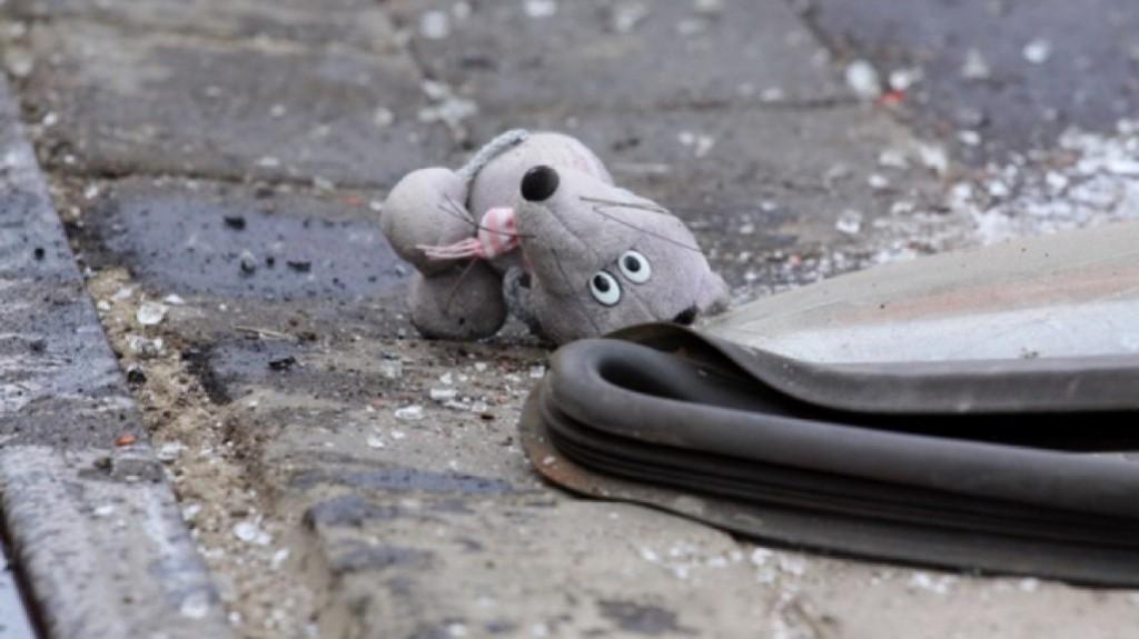 В Запорожской области иномарка сбила ребенка, пока пьяные родители спали на лавочке