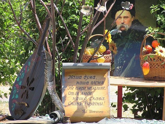 В Запорожской области вандалы поиздевались над памятником Тарасу Шевченко (ФОТО)